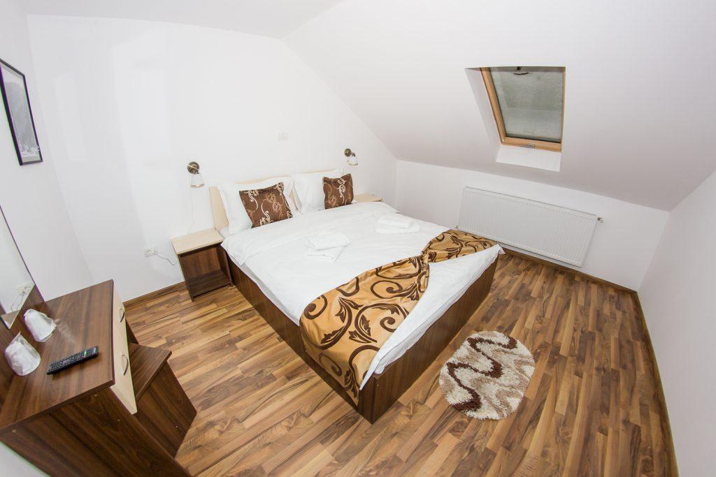 Cameră dublă standard, Cabana Edelweiss; arhivă foto cabană