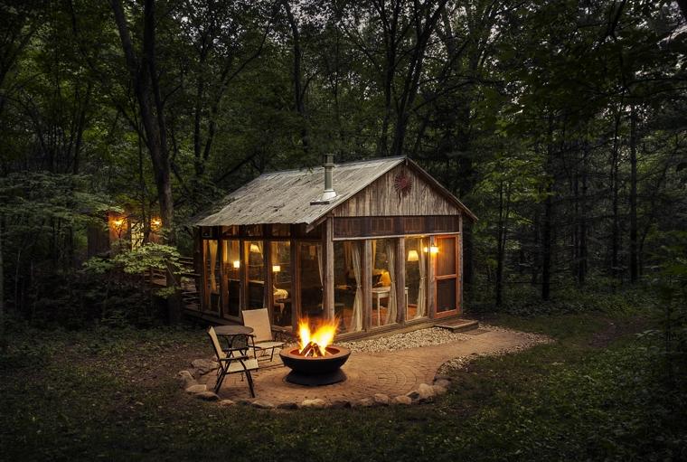 Cabana în pădure, sursa: http://www.coolestcabins.com